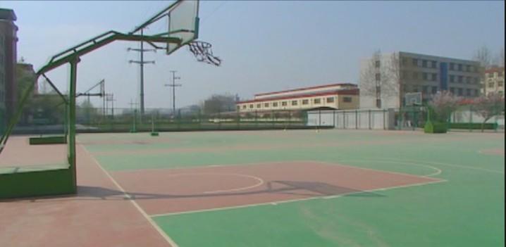 我学校宽阔的篮球场
