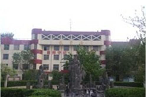 南校区二号教学楼和楼前