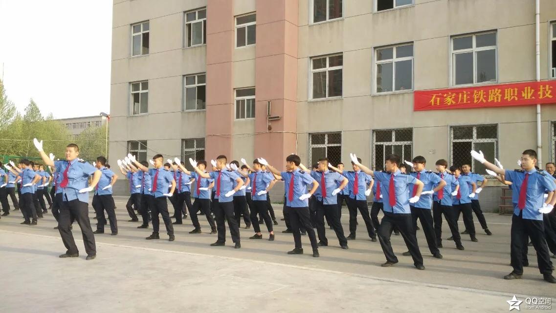 <a href='http://m.tljixiao.com' target='_blank'><u>石家庄铁路学校</u></a>学生风采