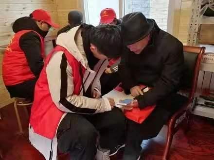 <a href='http://m.tljixiao.com' target='_blank'><u>石家庄铁路技工学校</u></a>学生参加志愿活动